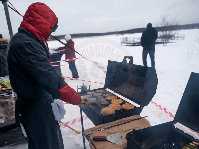 Выездное барбекю зимой в Москве
