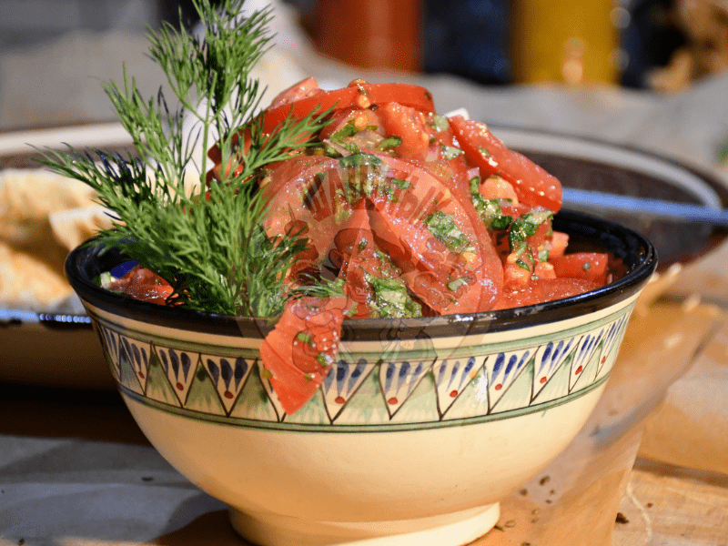 Повар на выезд приготовление салатов
