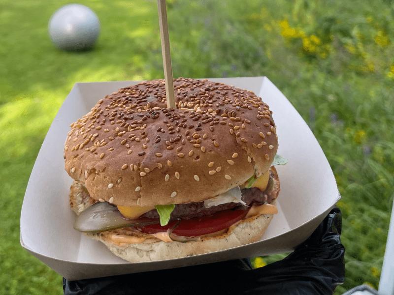 Бургер на гриле